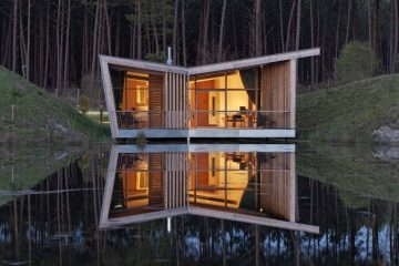 maison architectural en bois en bord d'un lac