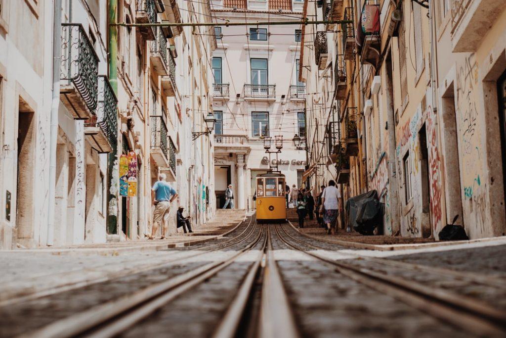 tramway électrique éco responsable à lisbonne, au Portugal