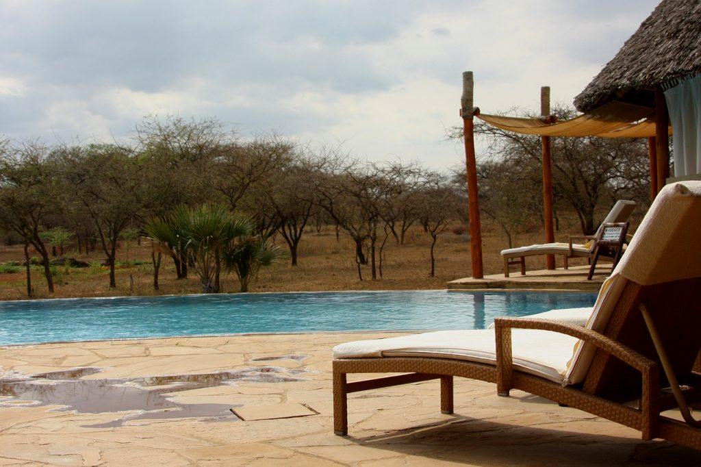 piscine d'un ecolodge en pleine nature
